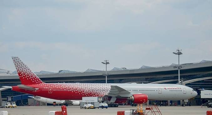 Aeronave de empresa russa pousa após problema no motor