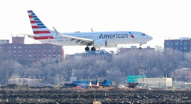 American Airlines tem diminuído prejuízos com a retomada de voos