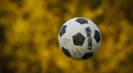 Futebol tem ensinado sobre união e disciplina