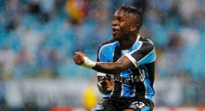 Equatoriano vestindo a camisa do Grêmio