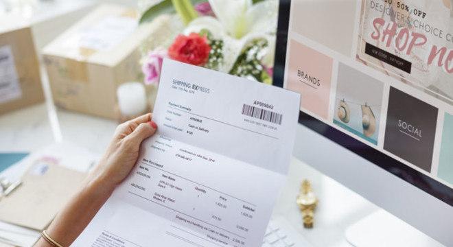 Usuário realiza o pedido, e em seguida, recebe um boleto fraudado