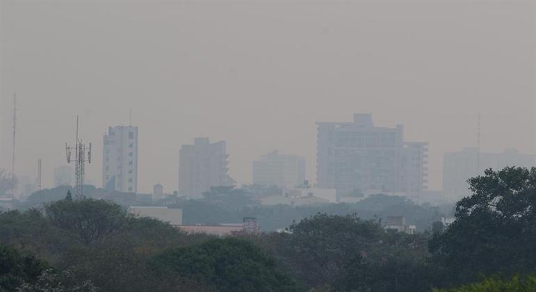 A fumaça cobriu a cidade de Santa Cruz de la Sierra nesta terça