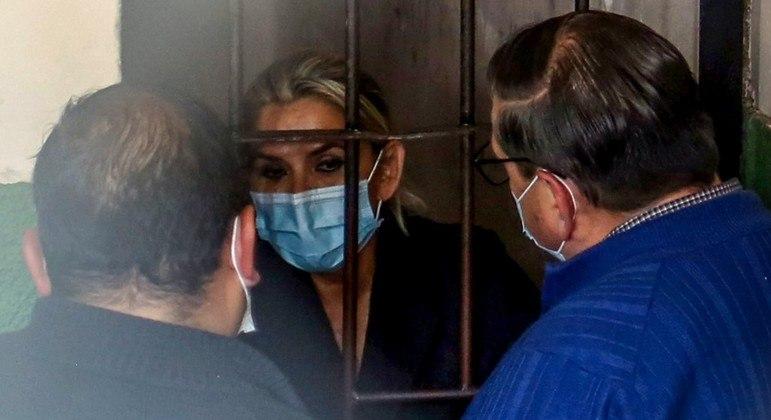 Jeanine Añez foi encaminhada para a capital, La Paz, após ser detida em Trinidad