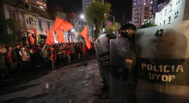 A Bolívia registra protestos e confrontos entre simpatizantes de Evo Morales e de Carlos Mesa