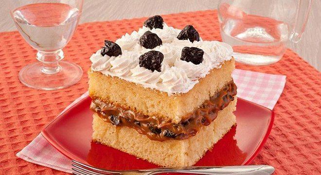 bolo com ameixa