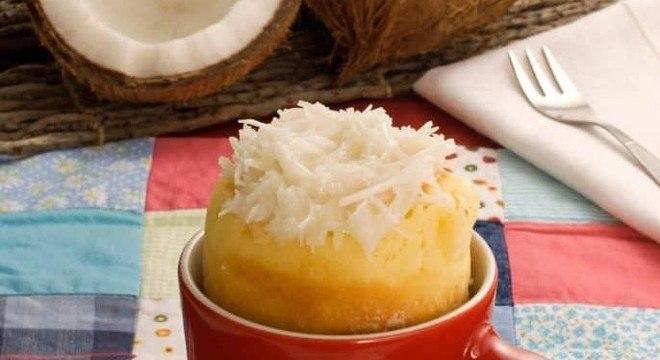 Bolo de caneca de coco molhadinho
