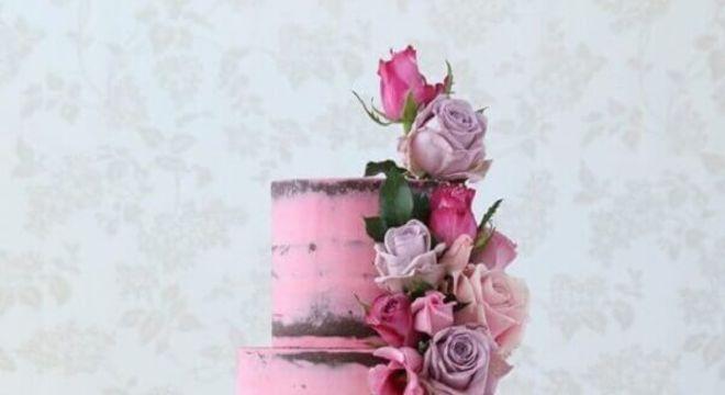 bolo de casamento 3 andares cor de rosa