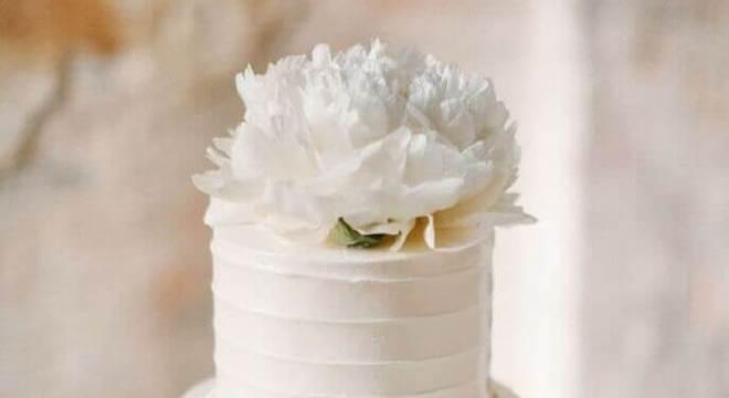 bolo de casamento com chantilly 2 andares