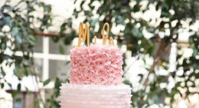 bolo de casamento com chantilly cor de rosa 3 andares