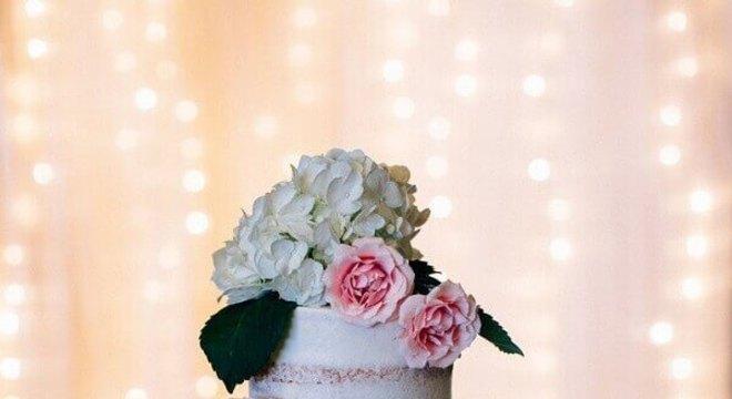 bolo de casamento com flores 4 andares