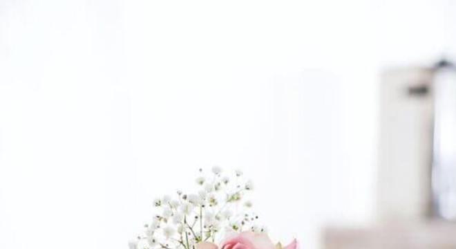 bolo de casamento com flores e chantilly