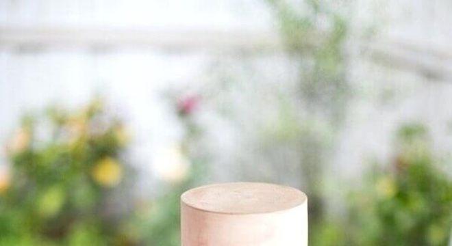 bolo de casamento moderno com acabamento em aquarela Foto WeMarry