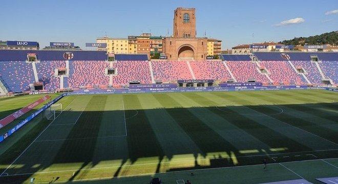 O Dall'Ara, do Bologna, completamente vazio