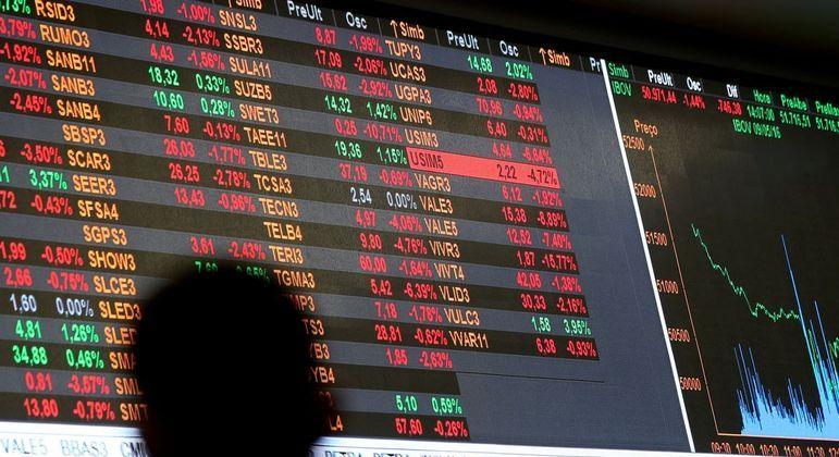 A bolsa de valores voltou a bater recorde e encerrou próxima dos 130 mil pontos
