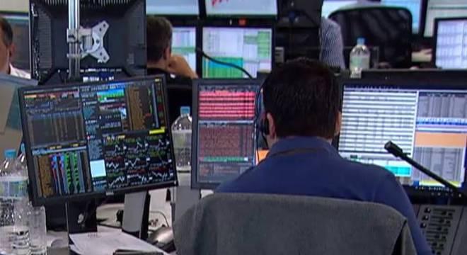 Bolsa de valores opera em alta nesta quinta-feira (17)