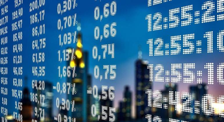 Painel com valores de ações. Intelbras fará IPO