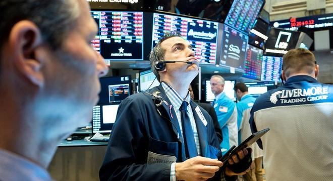Medo do coronavírus na economia faz Wall Street abrir em queda