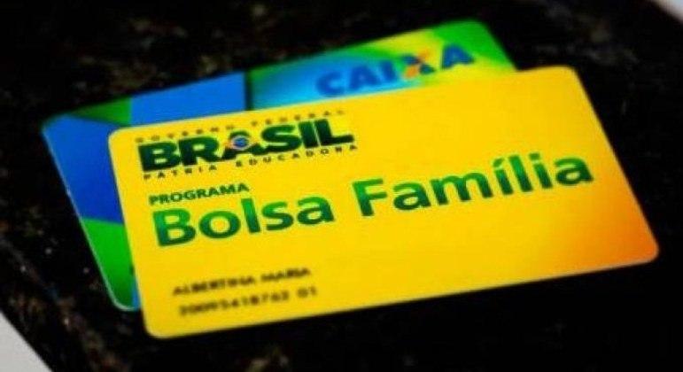 Bolsonaro tem acenado com um valor médio de ao menos R$ 300 para o novo Bolsa Família