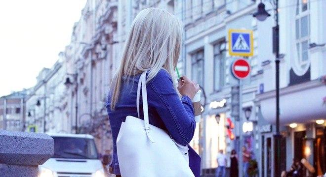 Da prática Satchel à básica clutch, as bolsas femininas estão entre os 5 artigos mais consumidos do  e-commerce no Brasil