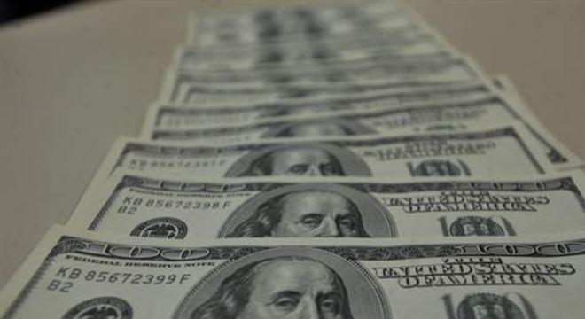 Bolsa tem forte queda, e euro encerra acima de R$ 5