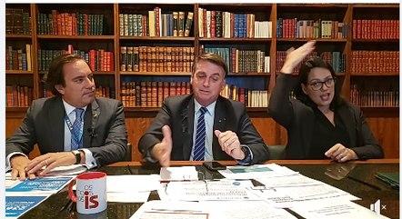 Bolsonaro em sua live na internet nesta quinta (15)