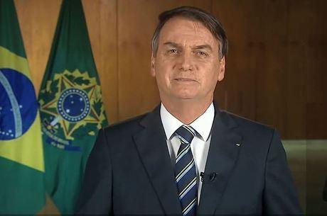 Bolsonaro condecorou Olavo e Mourão