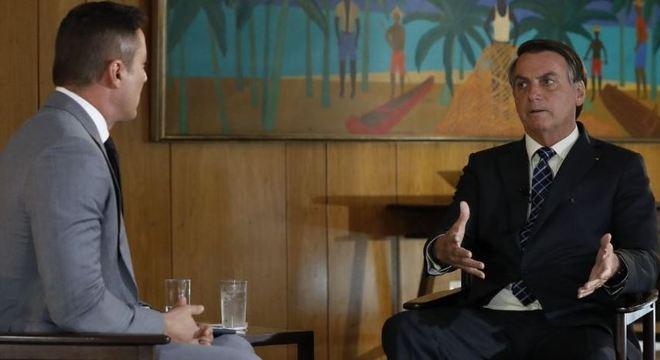 Entrevista com Bolsonaro vai ao ar a partir das 19h45, no Jornal da Record