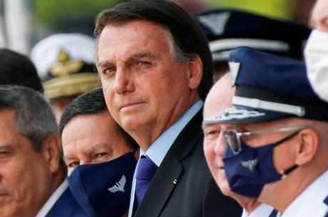 Bolsonaro durante cerimônia do Dia do Aviador, em outubro