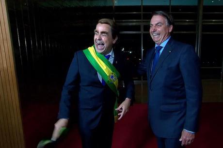 Carioca de Bolsonabo ao lado de Bolsonaro