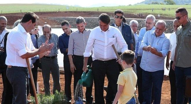 Presidente realiza plantio durante cerimônia de inauguração da PCH Bedim