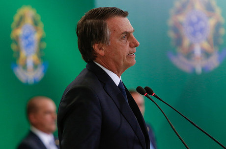 Governo Jair Bolsonaro muda edital de livros