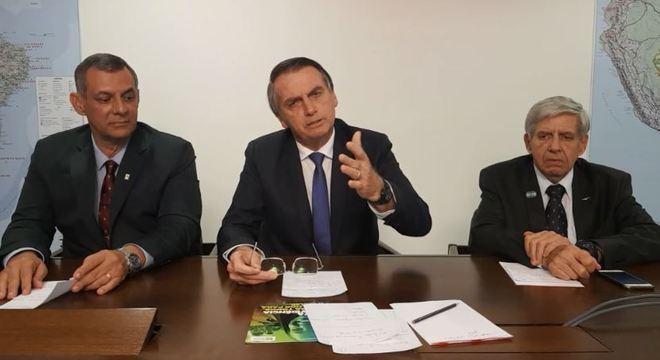 Bolsonaro e generais defenderam governo em transmissão ao vivo no Facebook
