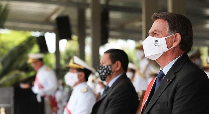 O presidente Jair Bolsonaro durante cerimônia de transmissão do comando da Marinha