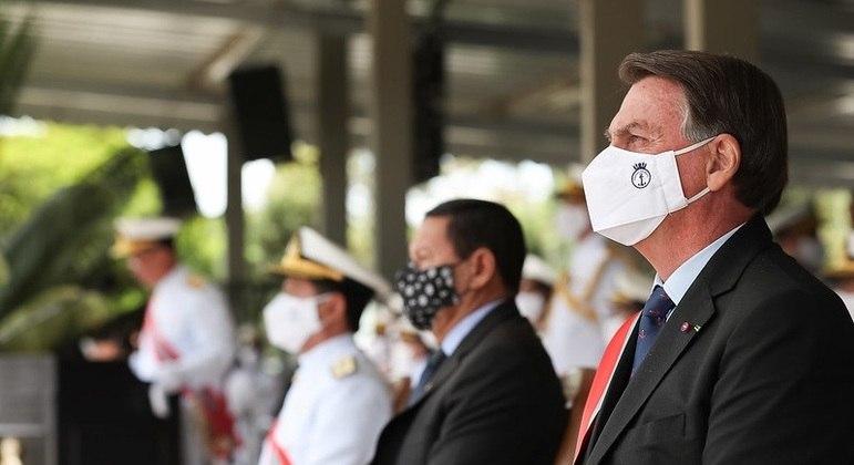 Bolsonaro durante cerimônia de Transmissão do comando da Marinha, em Brasília