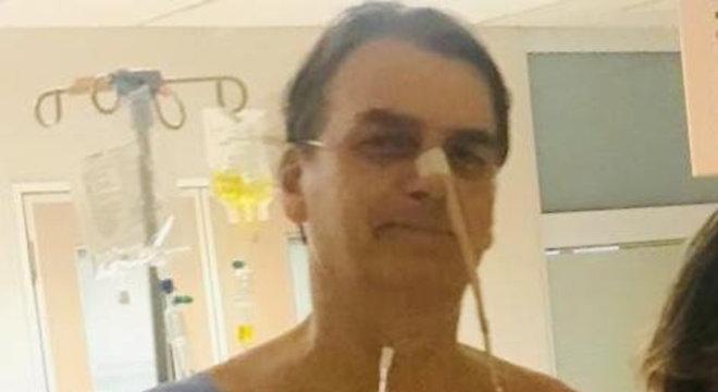 Boletim médico afirmou que Bolsonaro teve uma pneumonia por aspiração