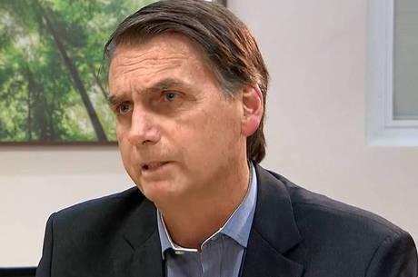 """Bolsonaro: """"Vamos bater o martelo amanhã"""""""