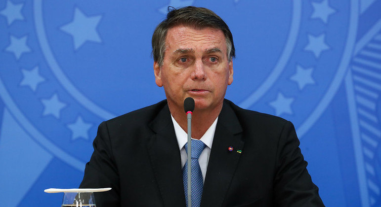 """Presidente afirmou que os ministros """"extrapolam com atos os limites constitucionais"""""""