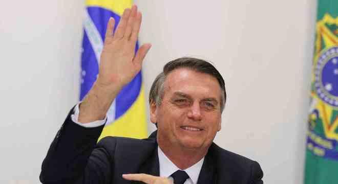"""Bolsonaro se que mensagem repassada pelo Whatsapp é """"parte do povo"""""""