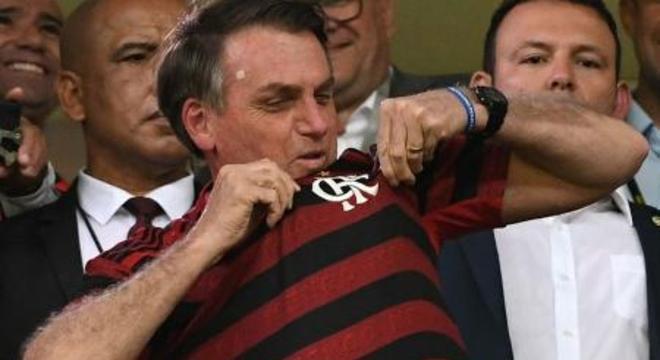 O futebol voltará na quinta-feira. Como Bolsonaro tanto queria