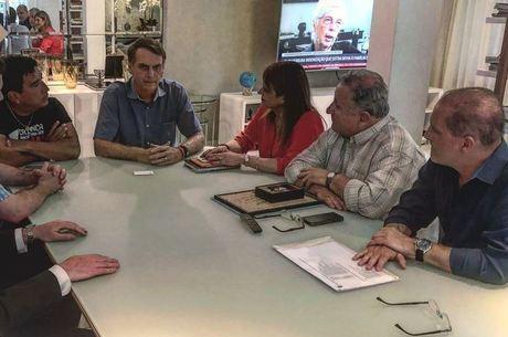 Bolsonaro recebeu a visita dos senadores em casa
