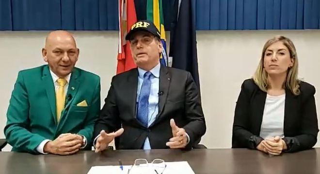 """13º do Bolsa Família """"está garantido para os outros anos"""", disse Bolsonaro em live"""