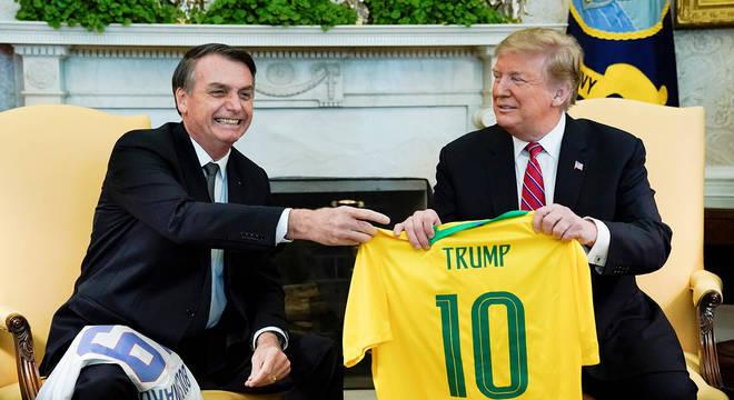 Bolsonaro sempre apostou na força de entretenimento do futebol