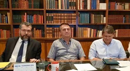 Live contou com os ministros Ernesto Araújo e Tarcísio Freitas