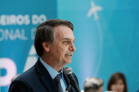 Prefeito de Dallas evita fazer elogios a Bolsonaro