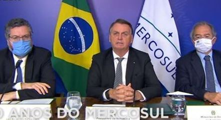 Bolsonaro discursou ao lado de Guedes e Araújo