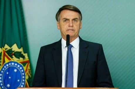 Bolsonaro causa polêmica ao publicar vídeo impróprio