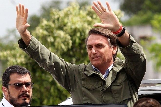 O candidato Jair Bolsonaro (PSL) foi eleito novo presidente do Brasil neste domingo (28). O resultado confirma as pesquisas de intenção de voto, que mostravam Bolsonaro sempre à frente do candidato do PT, Fernando Haddad