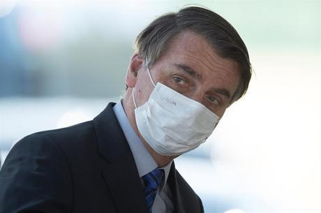 Decisão obriga uso de máscara pelo presidente