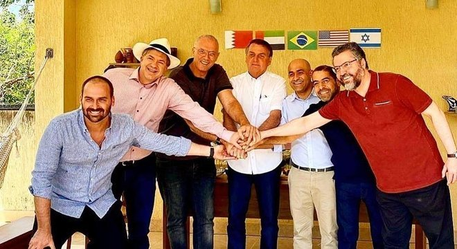 Jair Bolsonaro participa de churrasco para celebrar  acordo entre Israel e países árabes