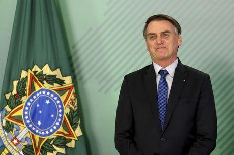 "Bolsonaro diz ver ""espírito patriótico"" em Olavo"